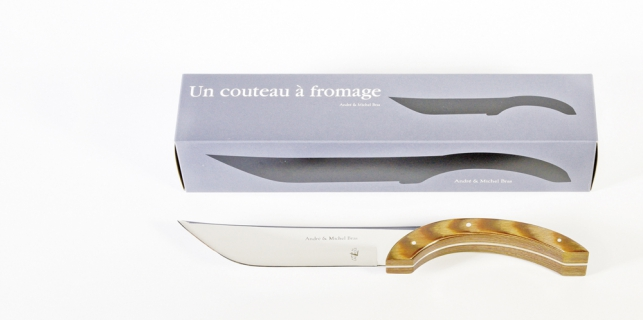 Couteau à fromage et son packaging
